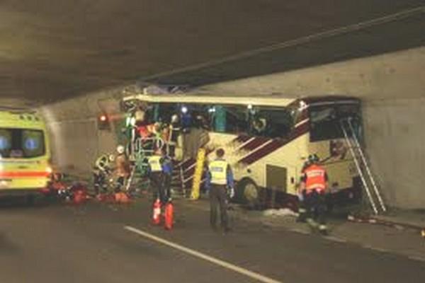 busongeluk zwitserland, busramp, tunnelramp